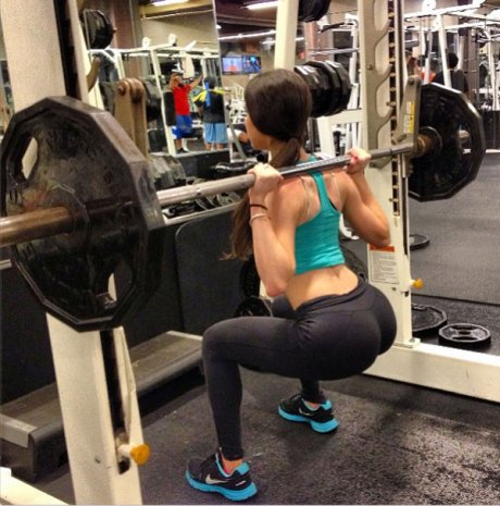 girl-squats-yoga-pants